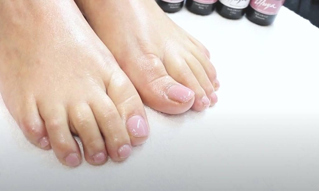 como aplicar soak off en pies